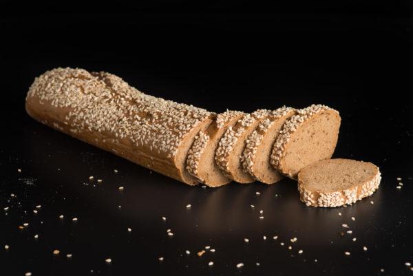 Brotfranzos mit Sesam Aufgeschnitten Scheiben